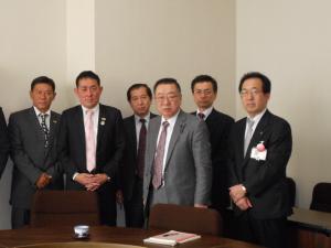 県会議員と会談