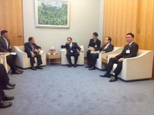 """""""左から管区首相、菅官房長官、内閣総理大臣補佐官、<br"""